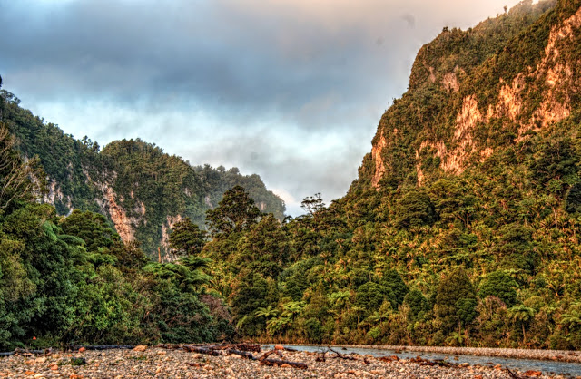 katka cestuje novy zeland trek tura dobrodruzstvi paparoa pororari river